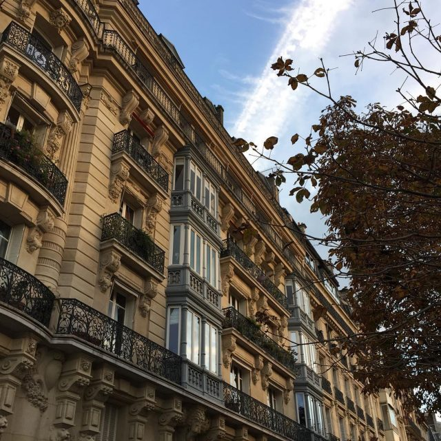 Can never get enough of the pretty buildings in Paris!