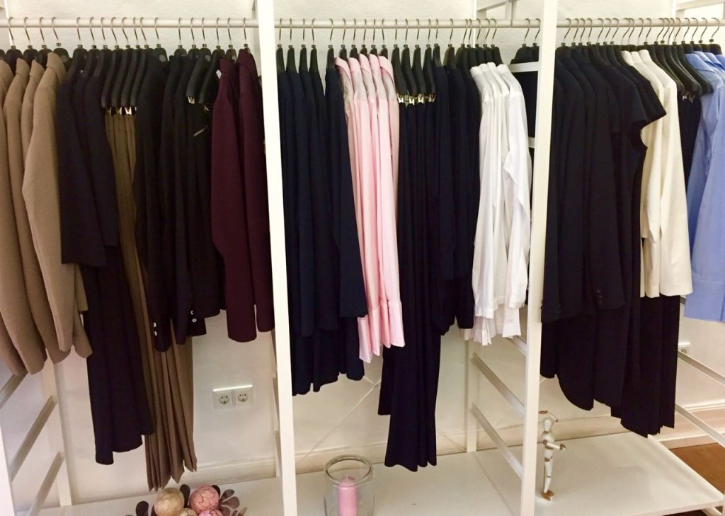 Career wear for tall women at JuNi Fashion in Frankfurt